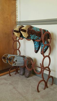 Horseshoe Boot Rack 4 pairs boot rack boot by StyleMeCountry Welding Crafts, Welding Art Projects, Blacksmith Projects, Metal Projects, Metal Crafts, Diy Projects, Horseshoe Projects, Horseshoe Crafts, Horseshoe Art
