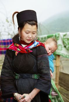 17 Year old mother and her 2nd child - black H'mong - Sapa - Northern Vietnam