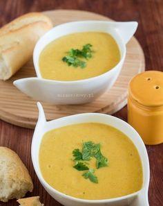 Przepyszna zupa na bazie żółtej fasolki szparagowej, która powstała w ramach sprzątania zamrażarki :) Dodałam do niej korzeń pietruszki i pa...