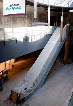 Jedne z ruchomych schodów prowadzących na samą górę.