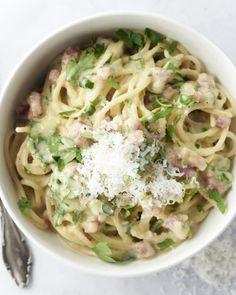 Spaghetti carbonara kan je simpelweg in 1 grote kookpot klaarmaken. Supergemakkelijk toch? En we beloven het je, het is minstens even lekker als het origineel.