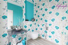 Tapete im Gästebad, florales Muster, Tapete, Vliestapete, Wandgestaltung im Bad  http://www.maler-heyse.de/leistungen/schoene-tapezierarbeiten.html