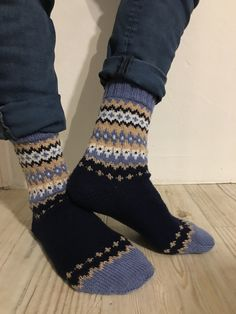 Quelle: Soxx Book 📖 Knitting Designs, Knitting Socks, Diy And Crafts, Slippers, Pattern, Inspiration, Fashion, Socks, Knitting And Crocheting