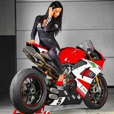 ducati panigale zard elisa bottoni 2 – Ducati Panigale – ID: 677139 – beaux sport voitures Scooter Motorcycle, Motorbike Girl, Motorcycle Outfit, Motorcycle Girls, Diavel Ducati, Ducati Custom, Motos Retro, Triumph Motorcycles, Moto Ducati