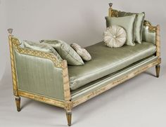 NEO-CLASSICAL CARVED AND PAINTED DAYBED  Italian. 18th Century.