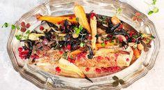 Helstekt spätta med rotfrukter, stekt svamp och brynt smör med lingon