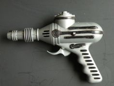 VERY RARE 1950's RATCHET SOUND RAY GUN, Ideal Toy Corp. USA