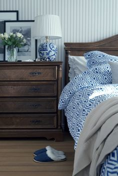 Lexington bedding in blue and white