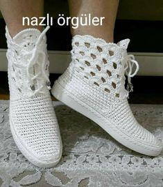 Image gallery – Page 430234570649718383 – Artofit Knit Shoes, Sock Shoes, Cute Shoes, Shoe Boots, Crochet Sandals, Crochet Boots, Crochet Slippers, Make Your Own Shoes, Crochet Backpack