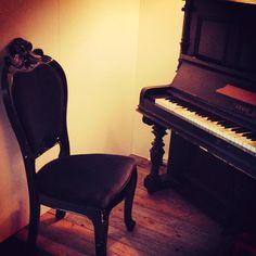 piano chair     http://pinterest.com/cameronpiano