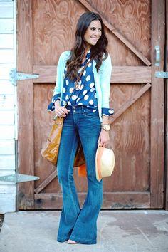 No me gustan los jeans, pero me llamó la atención la combinación de la blusa y el sweater.