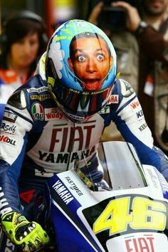 Valentino Rossi rides Yamaha two-stroke producing as much power as four-stroke with less weight means evil acceleration) for Team Yamaha in the MotoGP super bike races! Valentino Rossi Helmet, Valentino Rossi 46, Motogp, Racing Helmets, Racing Motorcycles, Motorcycle Helmets, Hummer, Ducati, Yamaha