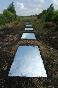 Google Afbeeldingen resultaat voor http://www.loughbooraparklands.com/images/stories/sculpture/Mirrors/Sky__Earth_installation_Martina_Galvin_lo_res_.jpg