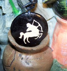 collier medaillon pendentif signe sagittaire zodiaque : Collier par mariecool
