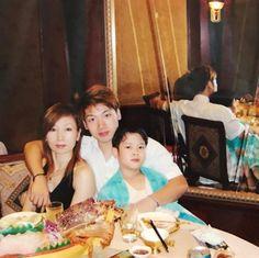 lil Jackson with his parents<<<wow! He looks just like his father😱 Yugyeom, Youngjae, Jaebum Got7, Jackson Wang, Got7 Jackson, Jinyoung, K Pop, Day6 Sungjin, Got7 Meme