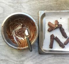 How To Make The Best Chocolate Bars Healthy – Green Press Raw Desserts, Sugar Free Desserts, Paleo Dessert, Dessert Recipes, Vegan Sweets, Healthy Desserts, Raw Food Recipes, Vegan Food, Free Recipes