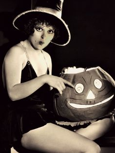 gravesandghouls:    Clara Bow photographed by Eugene Robert Ritchie