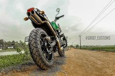 Meet Modified Royal Enfield Himalayan with Dual Underseat Exhausts Green Color Schemes, Green Colors, Himalayan Royal Enfield, High Scope, Royal Enfield Modified, Cricket Wallpapers, Enfield Motorcycle, Off Road Bikes, Forest Green Color