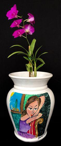 La orquídea mexicana te ofrece productos únicos como esta hermosa Orquídea Dendrobium Phaneolopsis engalanada en maceta única pintada a mano con técnica gaouche y óleo, realmente arte en vida