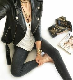 Amazing Glamor style look rock bohemian style dress rock idea holding day Look Fashion, Winter Fashion, Fashion Outfits, Womens Fashion, Rock Style Fashion, Jackets Fashion, Edgy Chic Fashion, Rocker Chic Fashion, Rocker Chic Hair