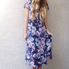 | new | floral midi dress offers welcome new without tag size 4 floral midi dress with button up bust and front slits. from the bb dakota jack collection. •791044•   website: xomandysue.com instagram: xomandysue BB Dakota Dresses Midi
