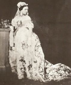 On the February Queen Victoria married Prince Albert of Saxe-Coburgh and Gotha. Queen Victoria wore a white wedding dress made of silk sati. Queen Victoria Wedding Dress, Queen Victoria Family, Queen Victoria Prince Albert, Crown Princess Victoria, Princesa Beatrice, Princesa Margaret, Regency Wedding Dress, White Wedding Gowns, Wedding Lace