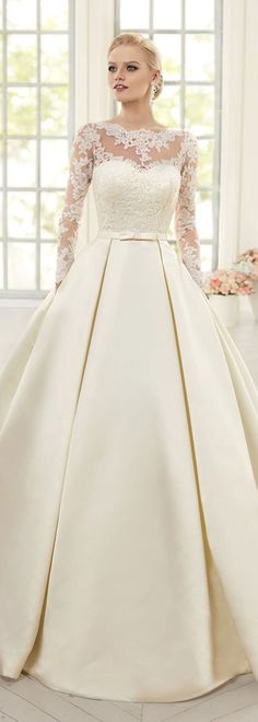 Elegant Tulle & Satin Bateau Neckline Ball Gown Wedding Dresses With Lace Appliques