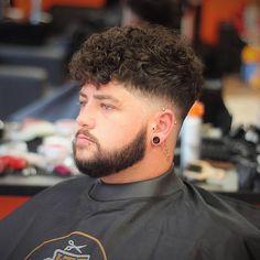"""25 cortes de cabelo elegantes para rostos """"gordos"""" encontre o seu perfeito - Uñas Coffing Maquillaje Peinados Tutoriales de cabello Fat Face Haircuts, Male Haircuts Curly, Hairstyles For Fat Faces, Trendy Mens Haircuts, Cool Haircuts, Curly Undercut, Undercut Hairstyles, Curly Hair Cuts, Curly Hair Styles"""