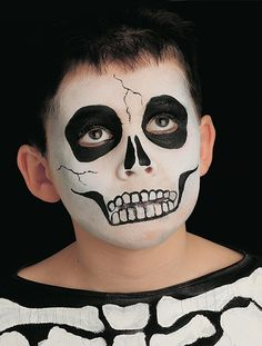 Scary skull Are you in need of some Halloween costume ideas? See this great skeleton Halloween face paint idea that will impress at any Halloween party. See our other children's face paint ideas. Scary Face Paint, Skull Face Paint, Kids Skeleton Face Paint, Zombie Face Paint, Halloween Skeleton Makeup, Halloween Skull, Skeleton Mask, Scarecrow Makeup, Face Painting Tutorials