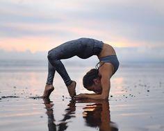 @gabriella.dondero in The High Waist Airbrush Legging #yoga #inspiration #aloyoga