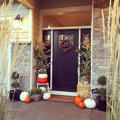 I can't wait to transform my porch for the fall!  If that isn't motivation to finishing painting, I don't know what is!!