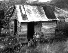 Rural family, Toro Negro area of Luquillo mountains, Puerto Rico. Puerto Rican Cuisine, Puerto Rican Recipes, Old Pictures, Old Photos, Vintage Photos, Latina, Puerto Rico Pictures, Puerto Rico Usa, Puerto Rico History