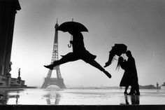 Henri Cartier-Bresson - Paris - Tour Eiffel - Jump - rain - love in rain - city of love Magnum Photos, Rain Dance, Dancing In The Rain, Umbrella Dance, Guy Dancing, People Dancing, Fotos De Henri Cartier Bresson, Fotografia Pb, Jorge Ben