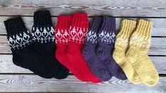 Nenäsukkia kaikissa Nenäpäivän eri väreissä Knitting Projects, Christmas Stockings, Holiday Decor, Slippers, Lilac, Dots, Weaving Looms, Needlepoint Christmas Stockings, Slipper