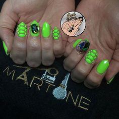 neon green snakeskin🐍🐍 using @vetro_usa #309✨ book at @salonmartone