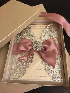 Excellent Picture of Wedding Invitations Wedding Invitations invitations with pictures Hot Wedding Invitation Trends You Need to Know -Relaxwoman Wedding Boxes, Wedding Cards, Our Wedding, Dream Wedding, Trendy Wedding, Wedding Venues, Ribbon Wedding, Formal Wedding, Rustic Wedding