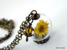 Vintagekette gelbe Blüte in Glaskugel bronze von Sara´s Charms auf DaWanda.com