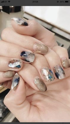Pin by Lisa Firle on Nageldesign - Nail Art - Nagellack - Nail Polish - Nailart - Nails in 2020 Nagellack Design, Nagellack Trends, Minimalist Nails, Nail Polish, Nail Manicure, Fun Nails, Pretty Nails, Nailart, Asian Nails