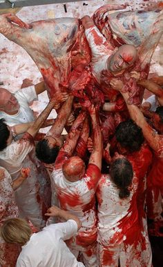 Hermann Nitsch, 122. Aktion, Burgtheater, Wien, 2005 (Foto: Georg Soulek); blood