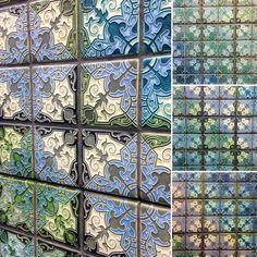 Havana mural with oscillating patterns Motawi Tileworks