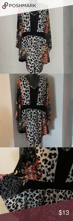 Flowing Blouse Size 1X Beautiful blouse winged arms  posse fitting kaktus Tops