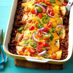 Top 10 Mexican Dinner Recipes - Feel like Mexican food tonight? Try one of our best Mexican dinner recipes! These top-rated recipes include burritos, tacos, enchiladas, stuffed peppers and more delicious dinner ideas. Mexican Dinner Recipes, Mexican Dishes, Mexican Easy, Mexican Snacks, Mexican Entrees, Burritos, Tex Mex Essen, Nachos, Quesadillas