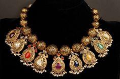 Photo By Bespoke Vintage Jewels - By Shweta & Nitesh Gupta - Jewellery Gold Jewellery Design, Gold Jewelry, Jewelery, Fine Jewelry, Metal Jewellery, Choker Jewelry, Jewelry Stand, Fashion Jewellery, Designer Jewelry