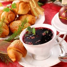 Bortsch rouge de la veille de Noël - Soupe à base de betteraves (Borsch - Tradition . Polish Christmas, Christmas Eve, Christmas Traditions, Polish Recipes, Polish Food, Yule, Beetroot Soup, Soup Kitchen, Fiber Foods