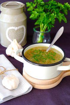 Czeska zupa czosnkowa to tradycyjna potrawa kuchni naszych Sąsiadów. Zupa charakterystyczna i nie dla każdego. Pikantna, bardzo aromatyczna, o wyjątkowym smaku. Healthy Dishes, Food Dishes, Chef And The Farmer, I Love Food, Good Food, Soup Recipes, Cooking Recipes, Food Design, Food To Make