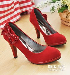 Red + Bows + Not-too-high-a-heel - LOVE