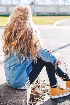 Cool kicks & messy hair! @apinchoflovely is wearing Dirty Blonde Luxy Hair extensions in this photo.