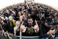 """Nova Rock(t): Warten auf das Konzert der Band """"Godsmack"""", die das Festival """"Nova Rock 2015"""" im burgenländischen Nickelsdorf am 12. Juni eröffnen. Das Festival findet bis 14. Juni statt. Mehr Bilder des Tages auf: http://www.nachrichten.at/nachrichten/bilder_des_tages/ (Bild: apa)"""