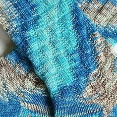 Tausendschön Half-strong cutting III Source by frauphotoauge Funny Socks, Knitting Socks, Knit Socks, Leg Warmers, Fingerless Gloves, Needlework, Crochet Patterns, Quilts, Sewing