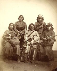 The 5 native tribes most feared by the US Army It took decades to establish the American Frontier and move it ever westward. The victim in that movement was the traditional cultures of American Indian Tribes. Native American Pictures, Native American Wisdom, Native American Tribes, Native American History, American Indians, Indian Tribes, Native Indian, Apache Indian, Dog Soldiers
